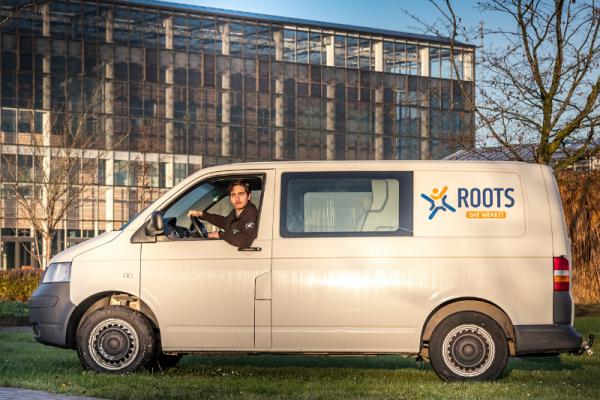 Roots bus met medewerker Zennie